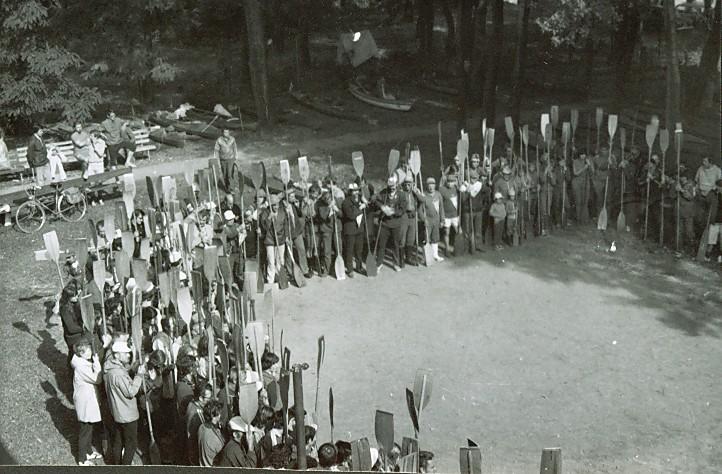 Korabeli csoportkép
